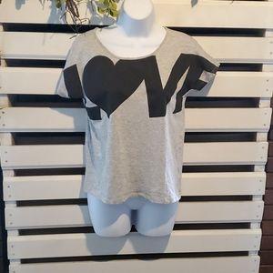 H & M tshirt.                       #1221